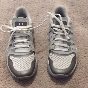 5.5 Under Armour Sneakers